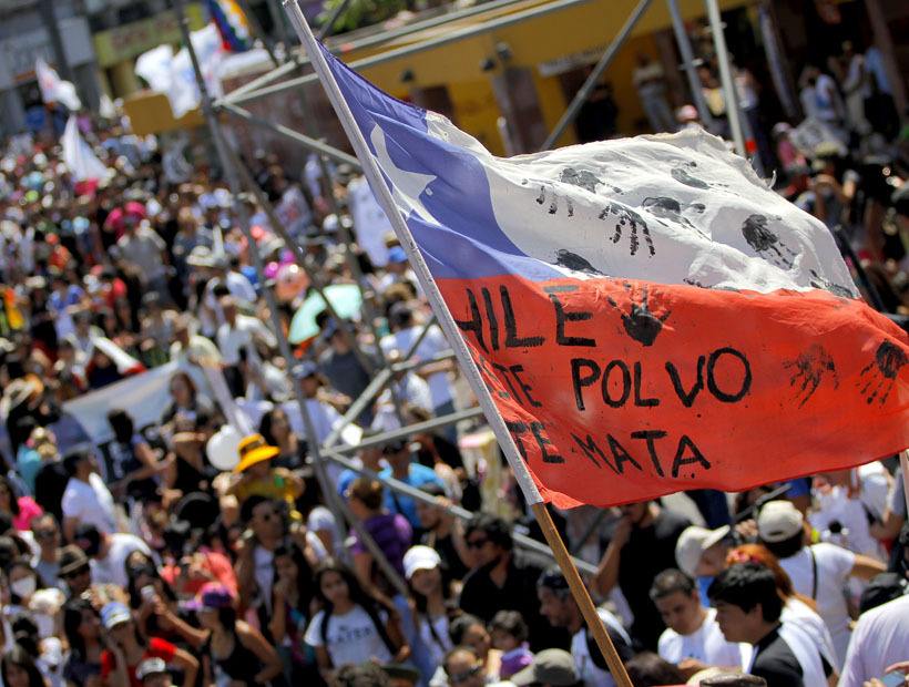 "Antofagasta protest: ""This dust is killing you"" Edgard Cross-Buchanan"